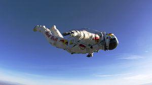 Превью обои парашютист, red bull, прыжок, полет, скафандр