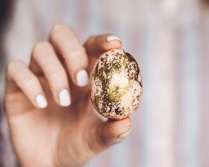 Превью обои пасха, яйцо, рука, пальцы, краска