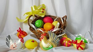Превью обои пасха, яйца, праздник, банты, курица, петух, корзина, божьи коровки