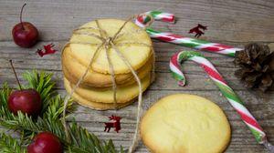 Превью обои печенье, рождество, леденец, шишка, ягоды