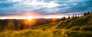Превью обои пейзаж, горы, солнце, луг, деревья, рассвет, солнечные лучи