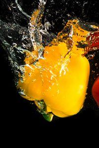 Превью обои перец, брызги, вода, всплеск, овощи