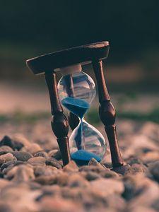 Превью обои песочные часы, камни, размытость