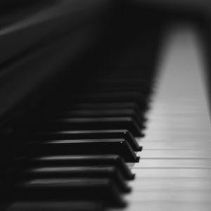 Превью обои пианино, клавиши, музыкальный инструмент, чб, музыка