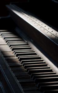 Превью обои пианино, клавиши, музыкальный инструмент, музыка, старый