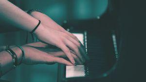 Превью обои пианино, руки, играть, клавиши, музыка