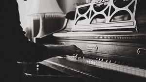 Превью обои пианино, руки, винтаж, музыка, чб