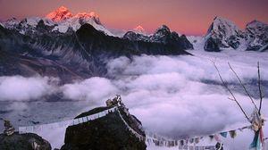 Превью обои пик, вершина, горы, веревки, ткань, непал, эверест