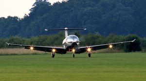 Превью обои pilatus pc-12, самолет, взлет, свет