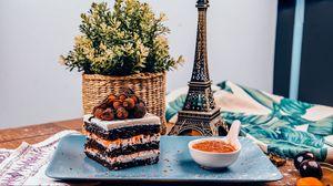 Превью обои пирожное, десерт, бисквит, ягоды, джем, корзинка, статуэтка