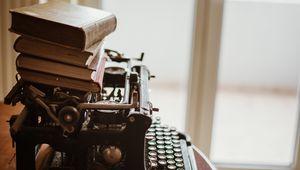 Превью обои пишущая машинка, книги, винтаж