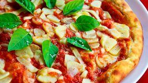 Превью обои пицца, базилик, соус, чеснок