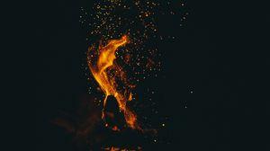Превью обои пламя, искры, темный, костер