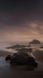 Превью обои пляж, скалы, море, пейзаж, сумерки