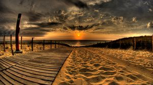 Превью обои пляж, песок, дорога, следы, забор, солнце, вечер, небо, закат, облака