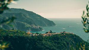 Превью обои побережье, горы, город, море, пейзаж