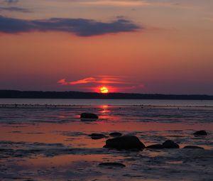 Превью обои побережье, море, горизонт, солнце, закат, темный