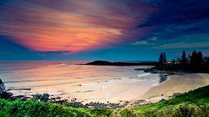 Превью обои побережье, океан, волны, песок, пляж, растительность, небо, вечер, бухта, цвета, спокойствие