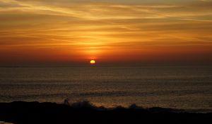 Превью обои побережье, закат, солнце, пейзаж, темный