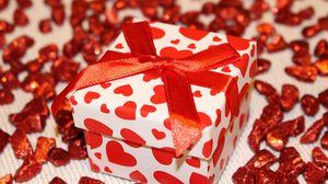 Превью обои подарок, коробка, лента, сердце