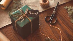 Превью обои подарок, коробка, ножницы, нитки, ветки