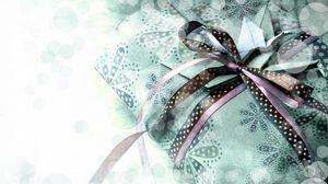 Превью обои подарок, ленты, бант, коробка, журавлики, оригами, бумага, боке, винтаж