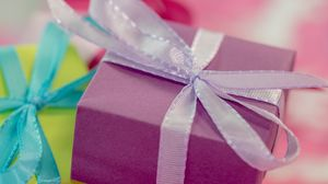 Превью обои подарок, упаковка, лента, яркий