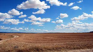 Превью обои поле, облака, трава, небо, дорога