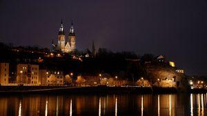 Превью обои прага, чехия, ночь, здания, городской пейзаж, река, отражения