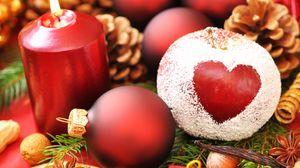 Превью обои праздник, сердце, новый год, рождество, свеча, яблоко, пудра, хвоя, шары, шишки