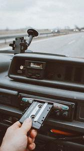 Превью обои проигрыватель, кассета, рука, магнитола, аудио