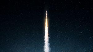 Превью обои ракета, дым, ночь, звездное небо, космос, темный