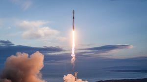 Превью обои ракета, полет, запуск, дым