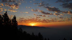 Превью обои рассвет, горы, облака, солнце