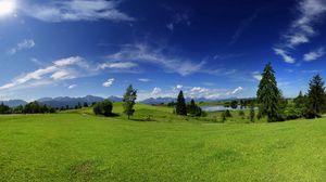 Превью обои равнина, деревья, луг, лето, тепло, зеленый, небо, солнечно