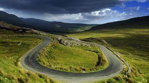 Превью обои равнина, дорога, изгибы, зеленый, петля, поворот