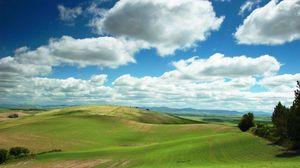 Превью обои равнина, зелень, облака, поля, спокойствие