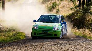 Превью обои renault, автомобиль, зеленый, ралли, пыль