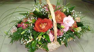 Превью обои розы, гипсофил, альстромерия, зелень, корзина, оформление