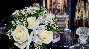 Превью обои розы, гипсофил, букет, лента, хрусталь