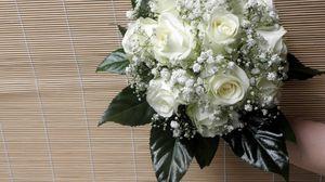 Превью обои розы, гипсофил, букет, листья, фон, рука