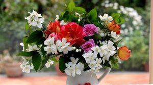 Превью обои розы, жасмин, цветы, ветки, листья, букет, кувшин, стол