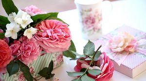 Превью обои розы, жасмин, ветки, подарок, коробка, бутоны, стакан