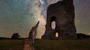 Превью обои руины, коряга, туманность, звезды, ночь