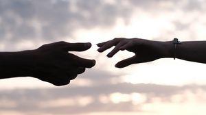 Превью обои руки, любовь, влюбленные, размытость