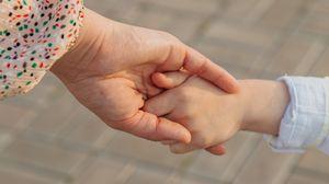 Превью обои руки, мама, ребенок, семья