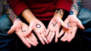 Превью обои руки, пара, татуировки, сердце, любовь