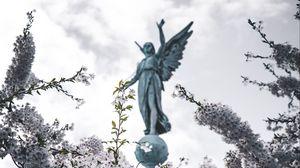 Превью обои сакура, статуя, ангел, цветы, цветение, ветки