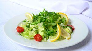 Превью обои салат, лимон, помидоры черри, зелень