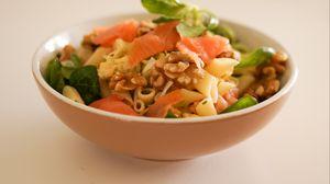 Превью обои салат, макароны, мясо, овощи
